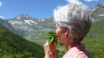 Kräuterfrau in Südtirol
